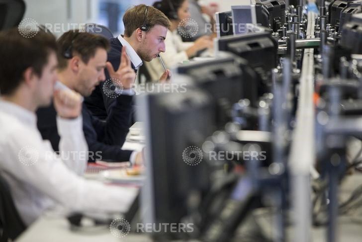 Рынок акций Московской биржи по состоянию на 10:05 мск 15 апреля снижается