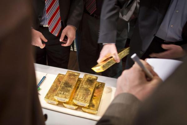 Фьючерсы на золото подешевели во время азиатских торгов