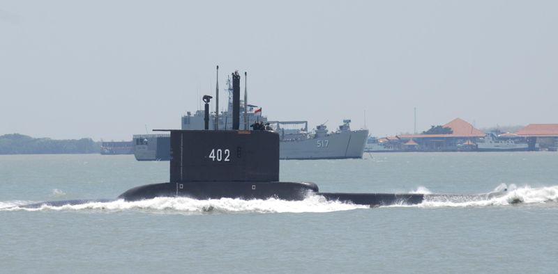 Спасатели обнаружили разлив нефти в районе пропажи индонезийской подводной лодки