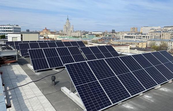 В Москве установили солнечную электростанцию на крыше офисного здания