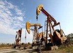 Цены на нефть умеренно растут после снижения накануне