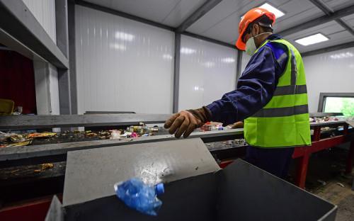 Медведев поддержал поэтапный запрет на трудноперерабатываемую упаковку