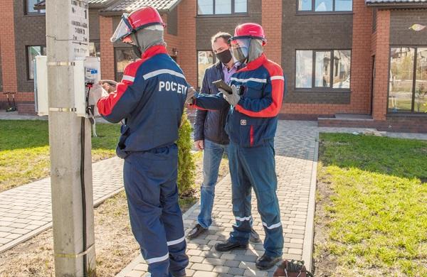 Филиалы «Россети Урал» ведут ремонтные работы и устанавливают «умные» счетчики