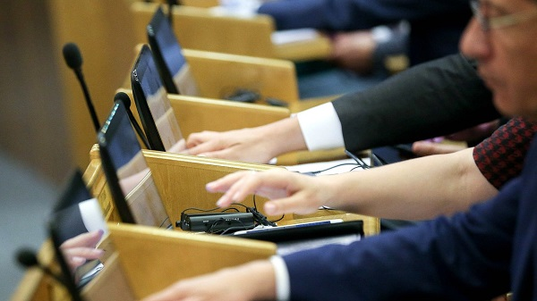 Госдума РФ приняла поправки в работу демпфирующего механизма для внутреннего рынка топлива