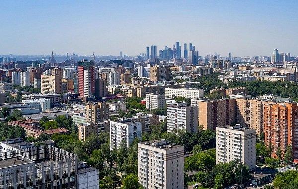 Городские службы ведут масштабную работу по подготовке Москвы к новому отопительному сезону