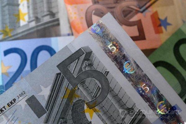 """Средний курс евро со сроком расчетов """"завтра"""" по итогам торгов составил 89,1669 руб."""