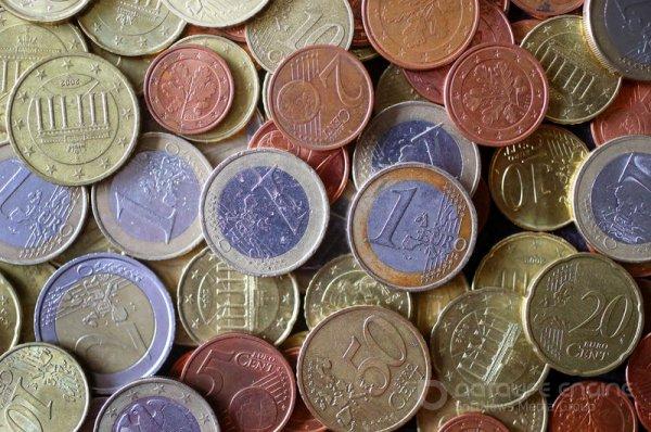"""Средний курс евро со сроком расчетов """"сегодня"""" по итогам торгов составил 88,9531 руб."""