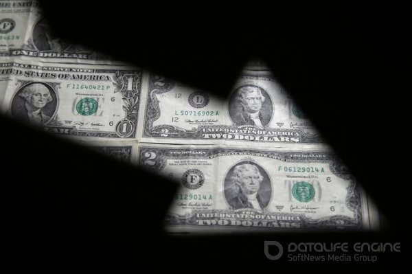 За первые пять минут торгов курс доллара США понизился  до 73,2976 руб.