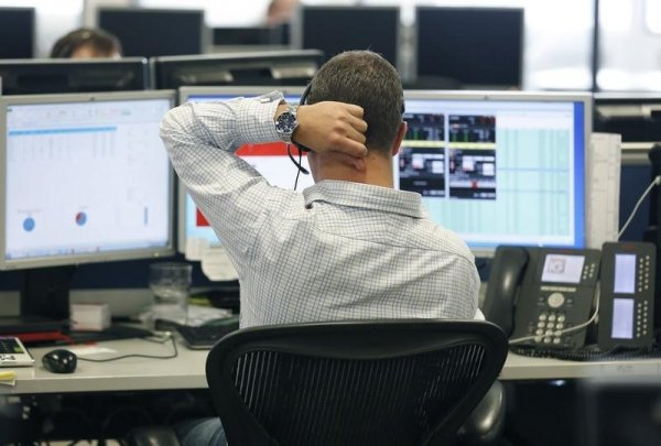 Рынок акций Московской биржи по состоянию на 13:00 мск 15 февраля растет