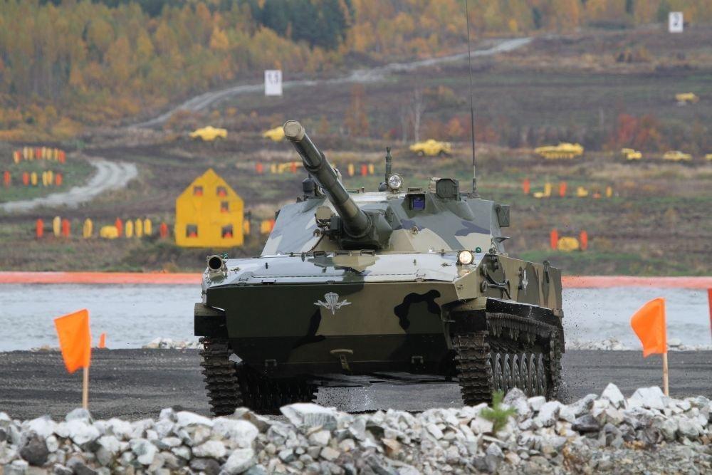 """На выставке IDEX - 2021 представили легкий плавающий танк """"Спрут-СДМ1"""""""