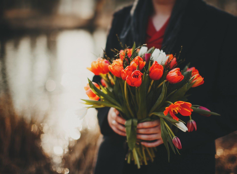 Кому и когда можно дарить тюльпаны